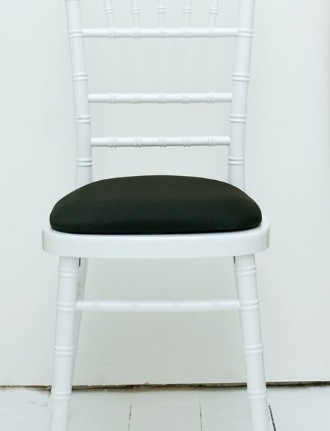 Chiavari white black seatpad